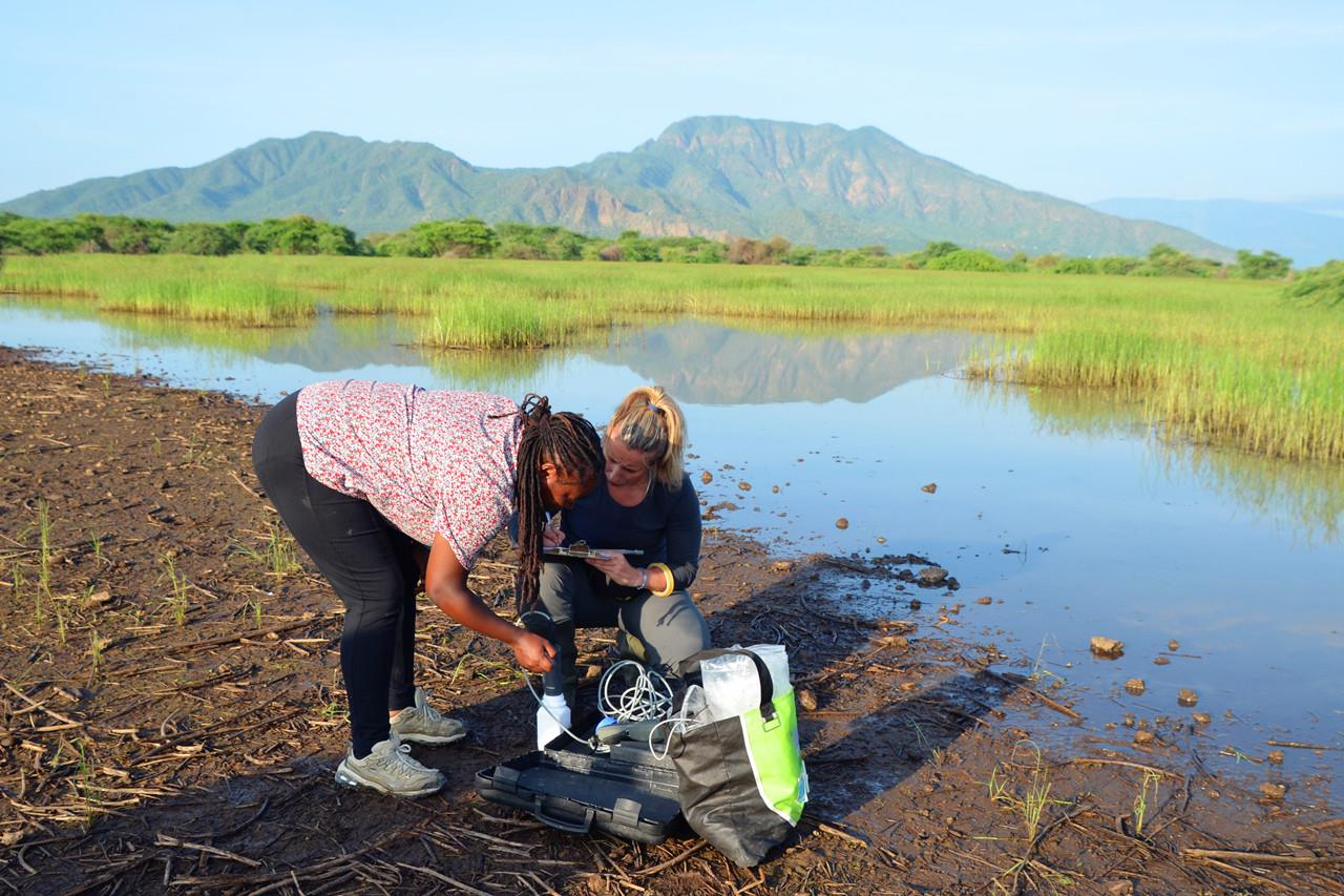 Sampling Lake Natron-2